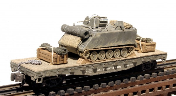 "US Army M113, Vietnam, APC on 42′ Flat Car USAX 26737(AV26A-FC3.2USA.ver1)_Operates on 3-Rail ""O""Gauge track"