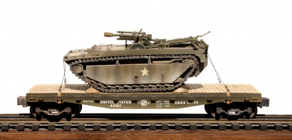 "US Army LVT-4 w/105 Howitzer Load on 42′ Flat Car USAX 24724(BSA8.1-FC3.2USA)_Operates on 3-Rail ""O""Gauge track"