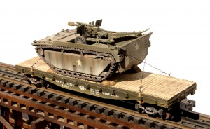 BSA8.1-FC3.2USA_LVT4w:105mm Howitzer Load on 42' Flat Car~3_0185