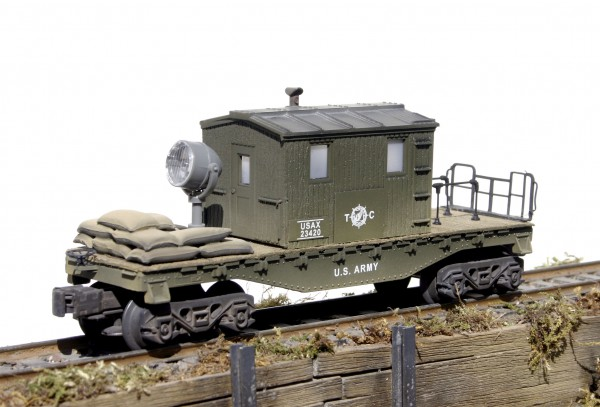 US Army Center-Cab Caboose with Operating Searchlight USAX 23420(CAB2-FC1.2USA)