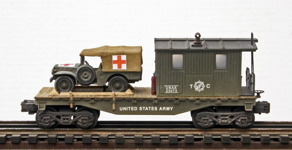USA WC51 Dodge Ambulance on 32′ Transport Caboose USAX 23073(CAB4D.2-FC1.2USA)