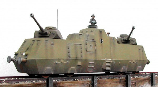 "WWII German Armored Railcar – PanzerJager-Triebwagen 51(Panzerjager-Triebwagen 51)_Displayed on 2-Rail ""O""Scale track"