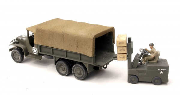 US Army Vehicle Set – GMC 6×6 Cargo Truck w/Dropped Tail Gate & Fork Lift Truck(V8N.2)