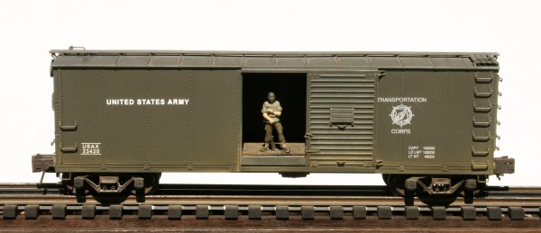 "US Army Steel-Sided 40′ Box Car with Soldier Guard Figure USAX 23420(SC9A1.2USA)_Operates on 3-Rail ""O""Gauge track"