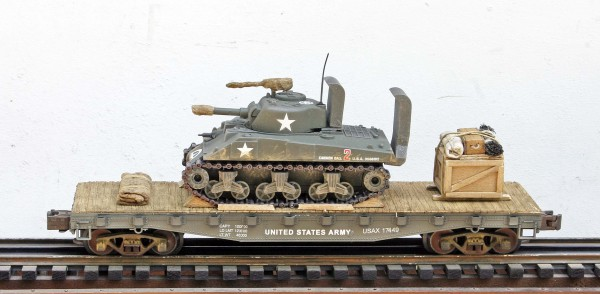 "USA Sherman M4A3 Tank w/Wading Trunks on 42′ Flat Car USAX 17449(AV3G-FC3.2USA)_Operates on 3-Rail ""O""Gauge track"