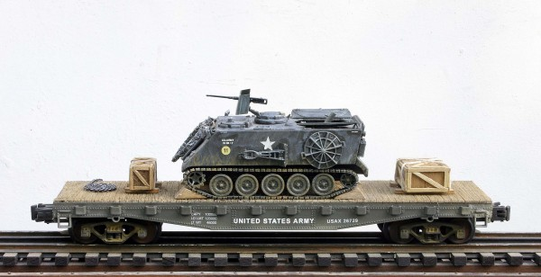"US Army M106 Mortar Carrier, Vietnam, on 42′ Flat Car USAX 26729(AV27-FC3.2USA)_Operates on 3-Rail ""O""Gauge track"