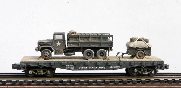 "US Army M35A1 2.5 Ton Cargo Truck w/Cargo Load & Trailer Tow on 42′ Flat Car, Vietnam era USAX 23069(V16.2-FC3.2USA)_Operates on 3-Rail ""O""Gauge track"