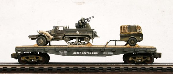 US Army M16 Half Track w/Quad 50s & 1/4 Ton Tow on 42′ Flat Car USAX 23050(AV9G-FC3.2USA)