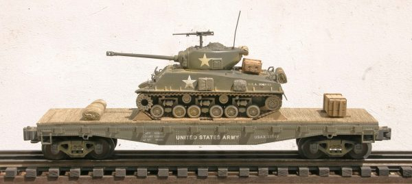 "US Army M4A3E8 ""Easy Eight"" Tank on 42′ Flat Car USAX 23040(AV3.3B-FC3.2USA)_Operates on 3-Rail ""O""Gauge track"