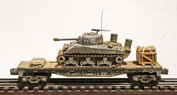 USMC Sherman M4A3w/Barrel Deep Wading Trunks & Turret Track Armor/40′ Flat Car USMC22434)(AV3G.2-FC2.2USMC)