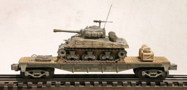"USMC Sherman M4A3 Tank w/Wood Side Armor on 40′ Flat Car USMC23430(AV3H-FC2.2USMC)_Operates on 3-Rail ""O""Gauge track"
