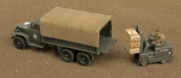 "US Army Vehicle Set – GMC 6×6 Ammo Cargo Truck w/Dropped Tail Gate & Fork Lift Truck(V19.1/8P.2)_Can be combined with 3-Rail ""O""Gauge or 2-Rail ""O""Scale Rolling Stock"