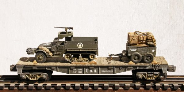 "US Army M3A1 Half Track w/50 Cal. Machine Gun Ring & 1 Ton Tow on 40′ Flat Car USAX 23063(AV9F.3-FC2.2USA)_Operates on 3-Rail ""O""Gauge track"