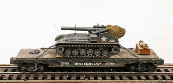 "US Army M41 'Gorilla' 155mm Self-Propelled Howitzer on a 42′ Flat Car USAX 23030(AV18-FC3.2USA)_Operates on 3-Rail ""O""Gauge track"