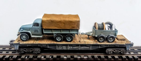 "US Navy GMC 6×6 Truck w/Cargo Cover & Simulated Load & 4-Wheel Trailer Tow w/Load on 40'Flat Car, USN 23548(V8A.2-FC2.2USN)_Operates on 3-Rail ""O""Gauge track"