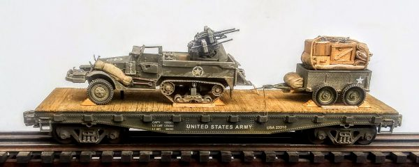"US Army M16 Halftrack w/Quad 50's & 1 Ton Tow on 42′ Flat Car USA 23310(AV9G.1-FC3.2USA)_Operates on 3-Rail ""O""Gauge track"