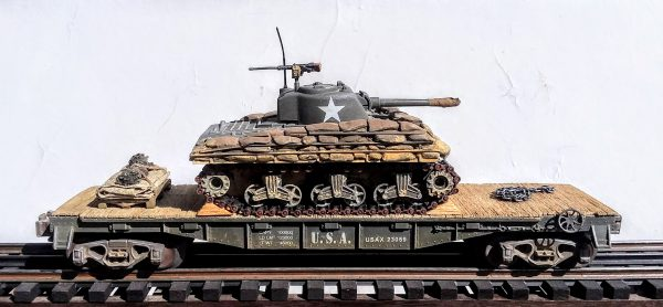 "US Army M4A3 Sherman w/Sandbag Soft Armor on 40′ Flat Car USAX 23059(AV3D(75)-FC2.2USA)_Operates on 3-Rail ""O""Gauge track"