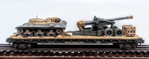 "U.S. Army Long Tom 155mm Field Gun w/M35 Tractor mounted on a 50′ Flat Car USAX 23546(AR5-FC6.2USA)_Operates on 3-Rail ""O""Gauge track"