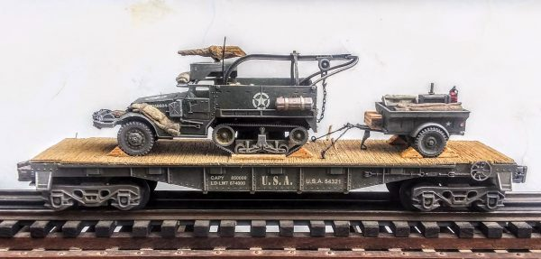 "U.S. Army M3A1 Half-Track w/50 Cal. Machine Gun Ring, Rescue Hoist & Trailer Tow on 40′ Flat Car, U.S.A.54321(AV9D.2-FC2.2USA)_Operates on 3-Rail ""O""Gauge track"