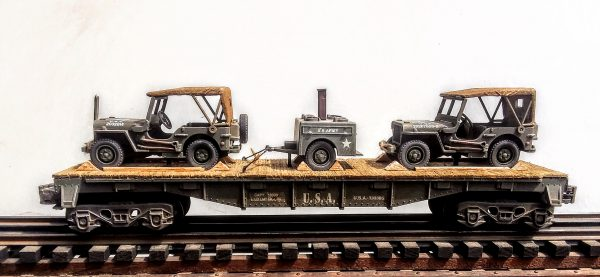 "US Army Covered Jeeps w/Field Kitchen Tow on 40′ Flat Car U.S.A. 330385(MV4AA.2-FC2.2USA)_Operates on 3-Rail ""O""Gauge track"