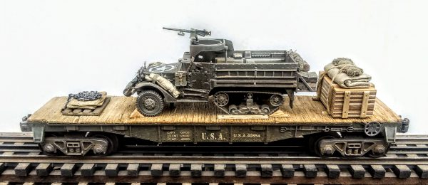 "US Army M3A1 Half Track w/50 Cal Gun Ring & Supply Load on 40′ Flat Car U.S.A. 40854(AV9F.4-FC2.2USA)_Operates on 3-Rail ""O""Gauge track"