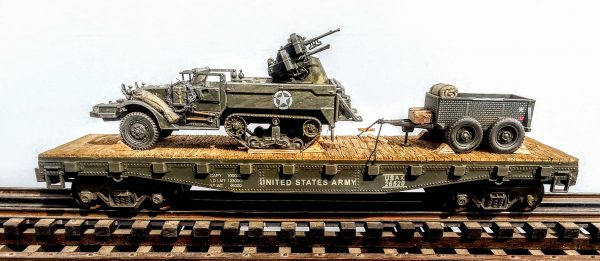 "US Army M16 Halftrack w/Quad 50's & 1 Ton Tow on 42′ Flat Car USA 26520(AV9G.1-FC3.2USA)_Operates on 3-Rail ""O""Gauge track"